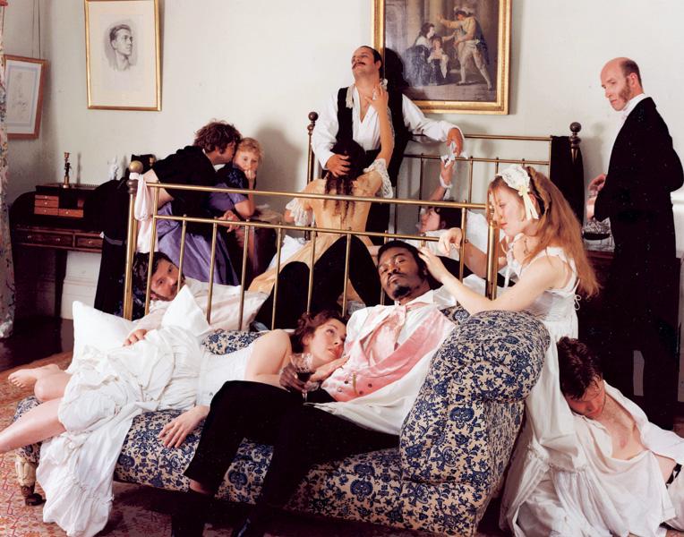 Yinka Shonibare, Dandy, 3 heures (de la série Diary of a Victorian Dandy), 1998, 5 épreuves couleur, 122 x 183 cm, tirage à 5 exemplaires, commande de inIVA, avec l'aimable autorisation de la galerie Stephen Friedman, de Londres. © Yinka Shonibare
