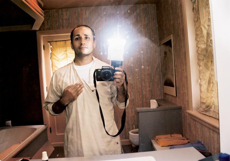 Massimo Guerrera , Une réflexion de soi-même (Porus), 2003, épreuves couleur et argentiques, 76 x 102 cm, 1998-2003, avec l'autorisation de la galerie Joyce Yahouda, Montréal. © Massimo Guerrera