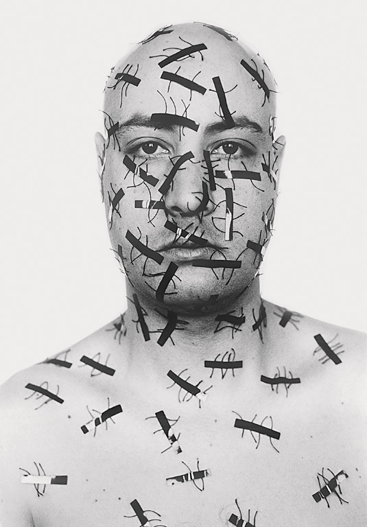 Hicham Benohoud, Version soft, 2003, épreuves argentiques, 80 x 110 cm, gracieuseté de Contretype, Résidences d'artistes à Bruxelles. © Hicham Benohoud