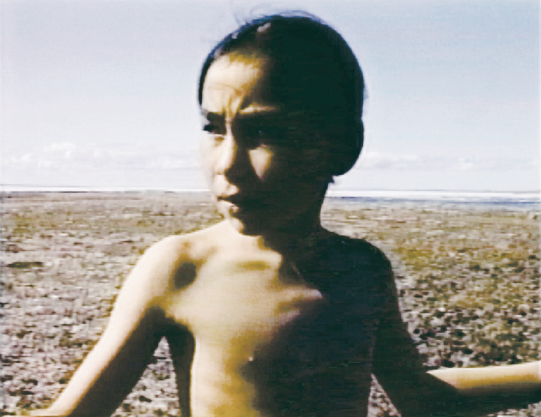 Mary Kunuk , Image fixe tirée de Aqtuqsi (My Nightmare), 1996, vidéo Betacam NTSC, 5 min. © Mary Kunuk