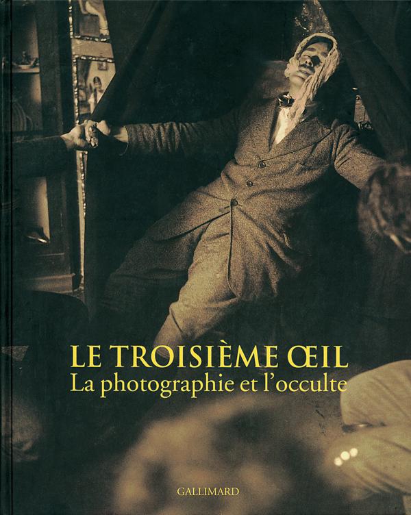 Le troisième œil. La photographie et l'occulte, Clément Chéroux, Andreas Fischer, Pierre Apraxine, Denis Canguilhem, Sophie Schmit, Paris, Gallimard, 2004, 287 p.