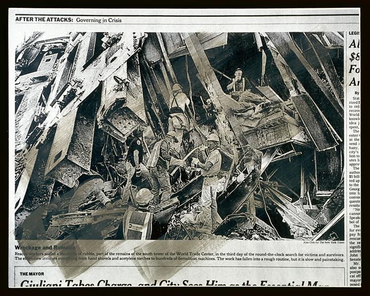 Melvin Charney, UN DICTIONNAIRE… Événements critiques (séries 100-109), série 100: New York, 9/11/2001 - planches 1 à 4. Toutes les œuvres reproduites sont extraites de UN DICTIONNAIRE… , 1970-2001, 427 planches regroupées en 46 séries, acrylique sur épreuves argentiques à la gélatine montées sur carton archive, 27.8 x 35.5 ou 28 x 35 cm, collection du Centre canadien d'architecture, Montréal. © Melvin Charney/SODRAC (2010)
