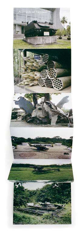 Liza Nguyen, Carcasses militaires, 2004, dépliant de la série Cartes postales du Vietnam), 2004, tirages couleur, 13 x 120 cm. © Liza Nguyen