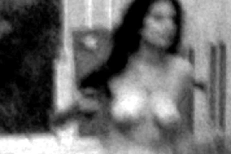 Emmanuelle Léonard, Fait divers (photographe anonyme), 2004, jet d'encre, 76 x 50 cm et 220 x 170 cm. © Emmanuelle Léonard