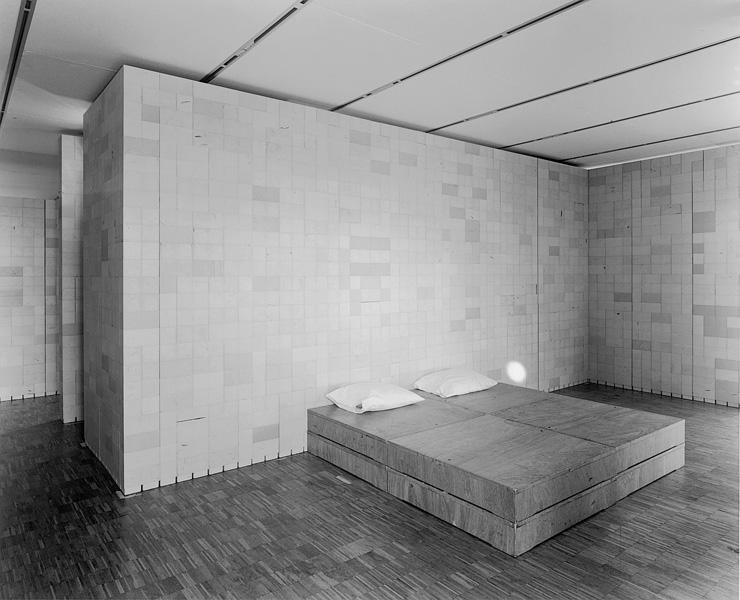 Lynne Cohen, Laboratory, 1999, gelatin silver prints, 113 x 138.7 cm, P.P.O.W. New York. © Lynne Cohen
