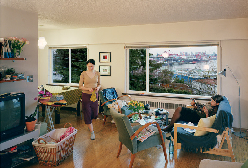 Jeff Wall, A View from an Apartment, 2004-2005, transparency in lightbox, 167 x 244 cm, courtoisie de l'artiste © Jeff Wall