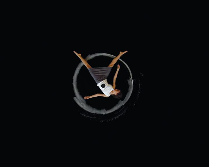 Manon De Pauw, Replis et articulations (extraits). Triptyque vidéographique, boucle de 13 minutes, 2004. © Manon De Pauw