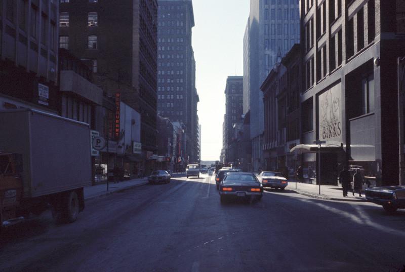 Bill Vazan, Yonge Street Walk, Toronto, 1969, 163 ektachromes, courtesy of centre VOX, Montreal, © Bill Vazan