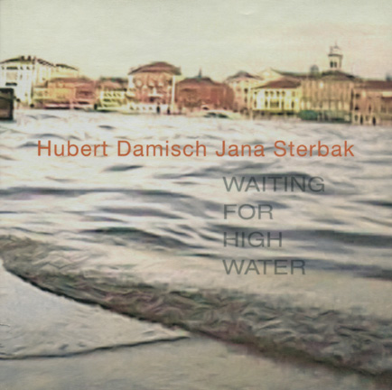 Jana Sterbak: Waiting for High Water (texte de Hubert Damisch). Paris, Centre culturel canadien, 2006. Texte bilingue. 94 p., 30 illustrations couleur.