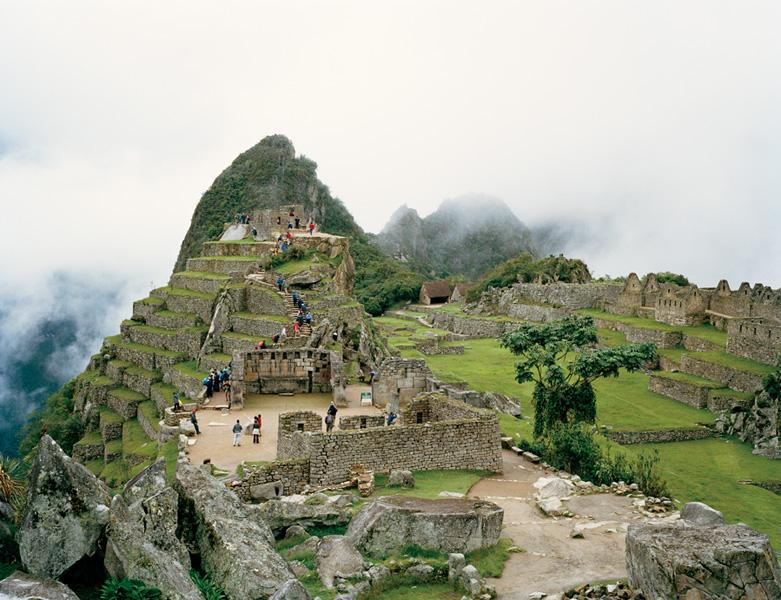 Jessica Auer, Machu Picchu, Peru, 2005, 121,9 x 152,4 cm. © Jessica Auer