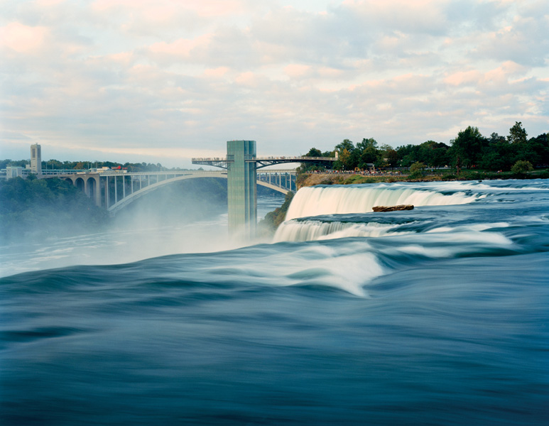 Jessica Auer, Niagara Falls, New York, 2004, 121,9 x 152,4 cm. © Jessica Auer