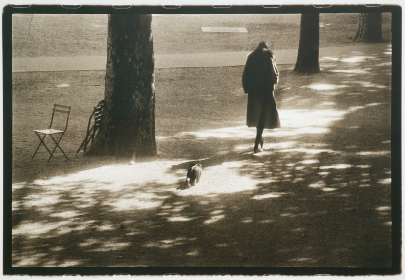 Sarah Moon, Suzanne aux Tuileries, 1974, 29x42,7 cm. @ Sarah Moon