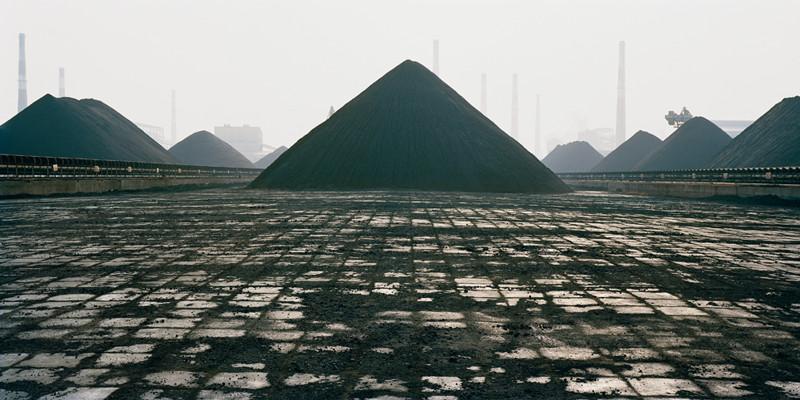 Edward Burtynsky, Bao Steel #8, 2005, 121,92 x 243,84 cm. @ Edward Burtynsky