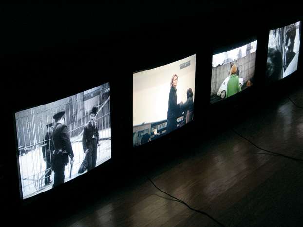 Harun Farocki, Counter-Music, 2004, color video, audio double-projection instalation, Photo : Richard-Max Tremblay. © Harun Farocki
