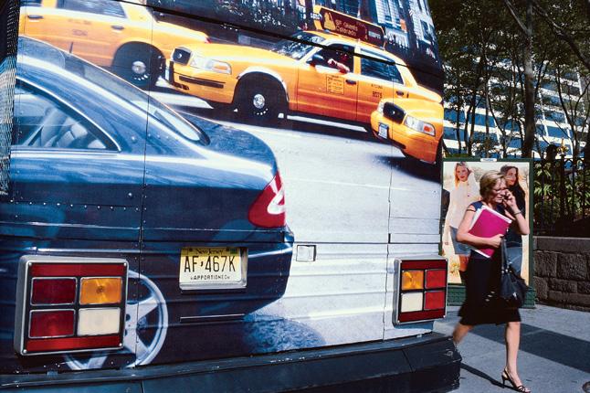 Robert Walker, série Mixed Messages series, 1998–2008. Impressions Fujichrome prints, 81,3 cm x 111,8 cm. © Robert Walker