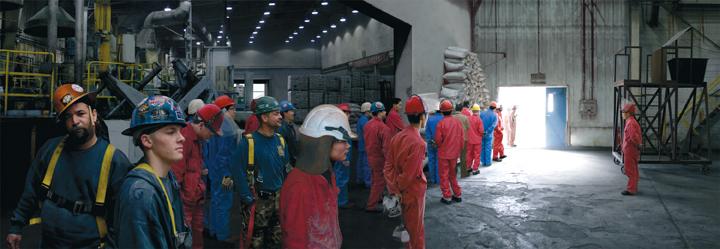 Nancy Davenport, Workers (leaving the factory), 2007, Installation DVD à écrans multiples, 4 min 32 sec, © Nancy Davenport