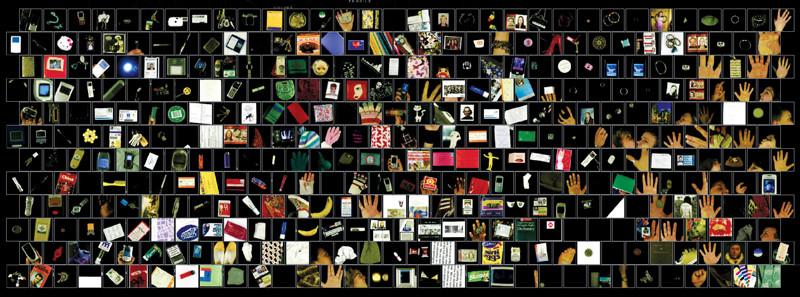 George Legrady, Pockets Full of Memories (2001–07). Vue d'installation à la Cornerhouse Gallery, Manchester, 2005. Installation avec projecteurs, ordinateurs, numériseur © George Legrady