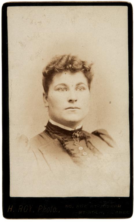 Honoré Roy, Portrait de femme, 1891-1895, 10,3 cm x 6,2cm. © Honoré Roy