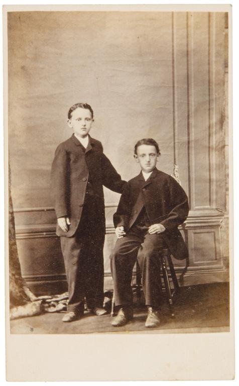 Fraser's, Portrait de deux frères, 1866-1867, 10,4 cm x 6,4cm. © Fraser's