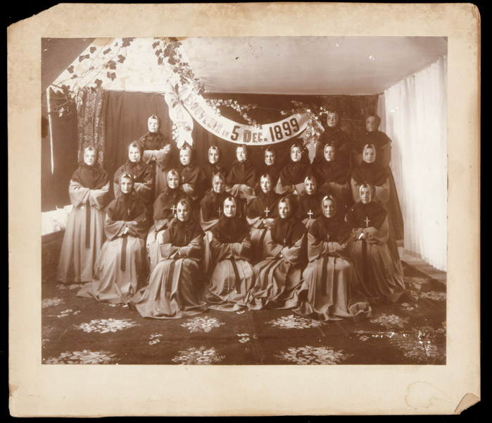 Inconnu / Unknown, Profession religieuse chez les Sœurs de la Charité de Québec, 5 déc. 1899, 24,1 cm x 27,6 cm.