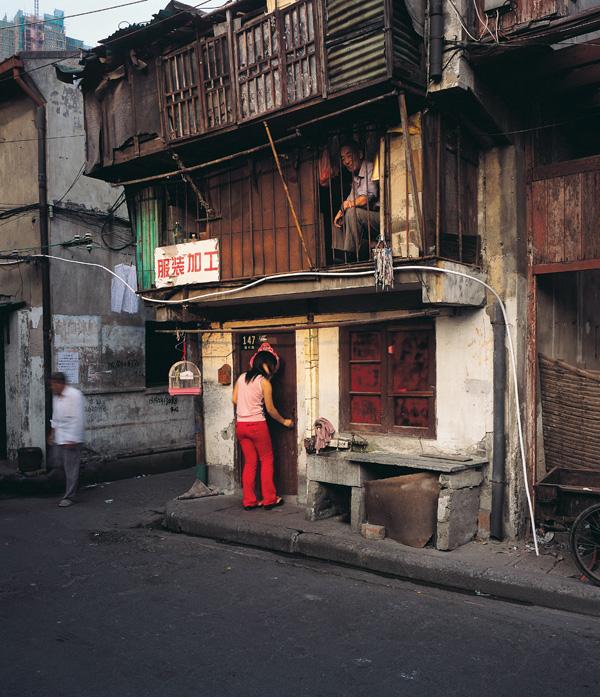 Greg Girard, Miezhu Lu, Nanshi District, 2006, Phantom Shanghai, épreuves chromogènes, formats variables, avec la permission de Magenta Books & Monte Clark Gallery. © Greg Girard