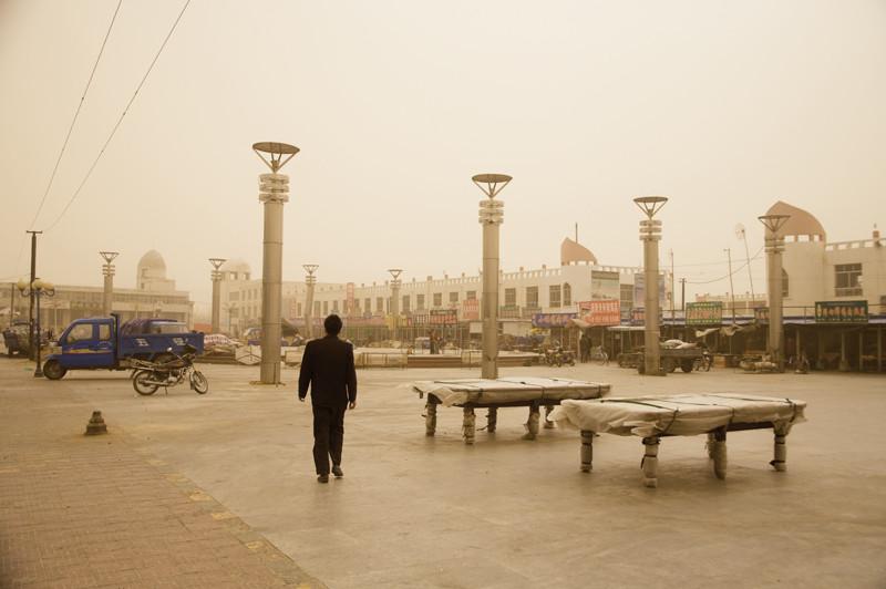 Benoît Aquin, Tempête au marché de Hongsibao, Gansu, 2007. © Benoît Aquin