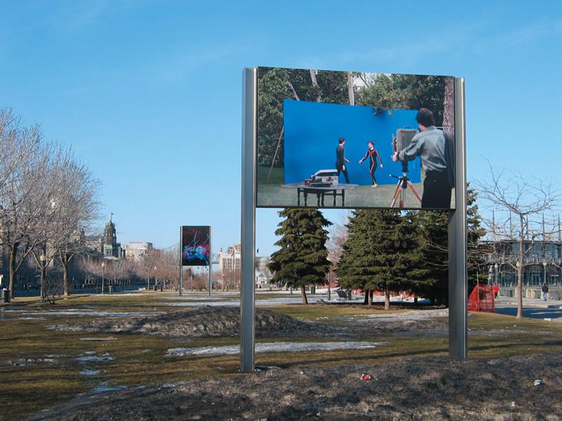 Adad Hannah et Alexandre Castonguay, D'après Muybridge et D'après Galbraith, 2004, vues d'installation, photographie, 2,44 x 3,66 m, gracieuseté de Pierre-François Ouellette art contemporain. © Adad Hannah et Alexandre Castonguay