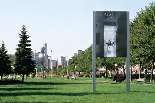 Raymonde April, Chercheuse, 2001, vue d'installation, 3,66 x 2,46 m, MAU, Montréal. © Raymonde April