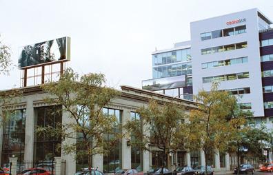 Neil Budzinski, Bedlum XVIII, 1998-1999, 2,44 x 7,32 m et Isabelle Hayeur, vue d'installation. © Neil Budzinski