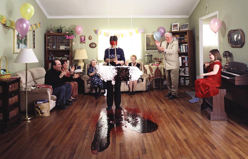 Easter Party, 2003, épreuve chromogénique, 116 x 182cm. © Carlos et Jason Sanchez