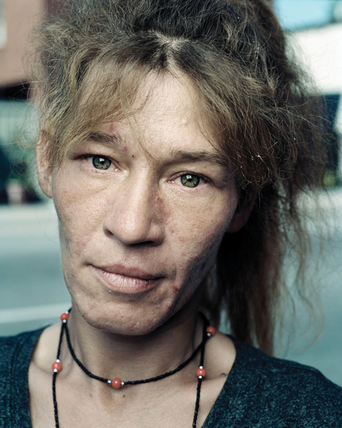 Tony Fouhse, Kim, Ottawa, 2008, from the series User : Women, digital print, 76 x 102 cm.