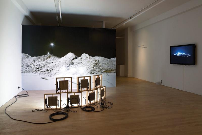 Thomas Kneubühler, Brise Soleil meets Mount Hortons, 2009, installation in situ, dimensions variables, avec la collaboration de Geoffrey Jones (LED lights)