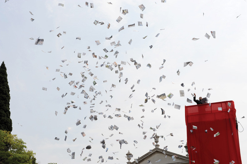 Atta Kim, Opening Performance, ON-AIR Project, 53rd Venice Biennale, 2009.