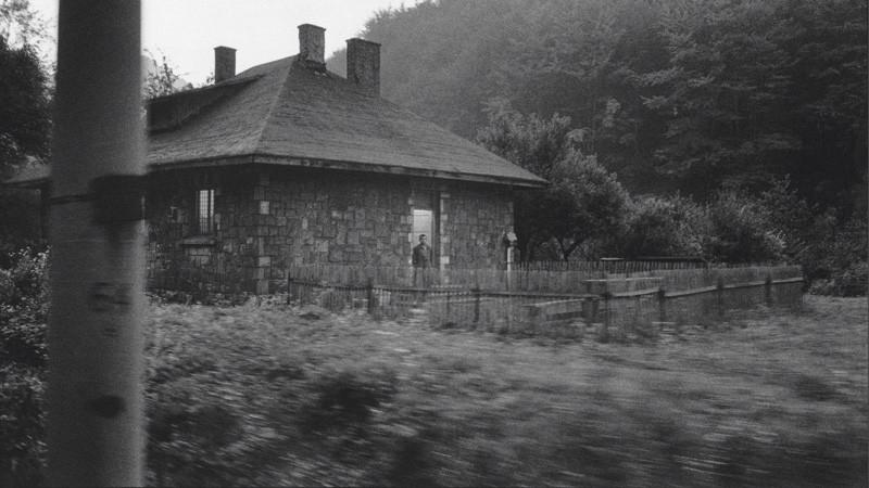 Serge Clément, Maison de Pierre / train Budapest-Istanbul, Hongrie, 2004, DVD, 12 min.
