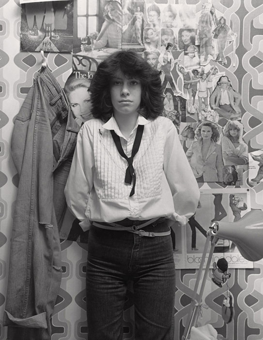 Gabor Szilasi, Andrea Szilasi dans sa chambre, Westmount, janv. 1979, diptyque, épreuve à la gélatine argentique, 34 x 26, 4 cm, gracieuseté du Musée d'art de Joliette. © Gabor Szilasi