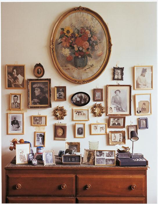 Gabor Szilasi, Andor Pásztor à son appartement, Montréal, sept. 1978, diptyque, épreuve chromogénique, 33 x 25,7 cm, gracieuseté du Musée d'art de Joliette. © Gabor Szilasi