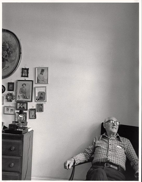 Gabor Szilasi, Andor Pásztor à son appartement, Montréal, sept. 1978, diptyque, épreuve à la gélatine argentique, 33 x 25,7 cm, gracieuseté du Musée d'art de Joliette. © Gabor Szilasi