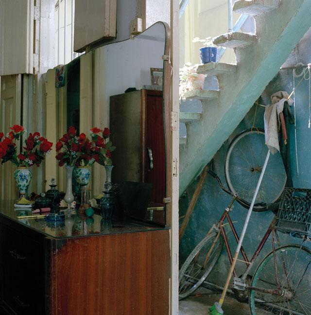 Olga Chagaoutdinova, Back Entrance of the Room, 2007, de la série Cuban Pictures, épreuve chromogénique, 61 x 61 cm. © Olga Chagaoutdinova