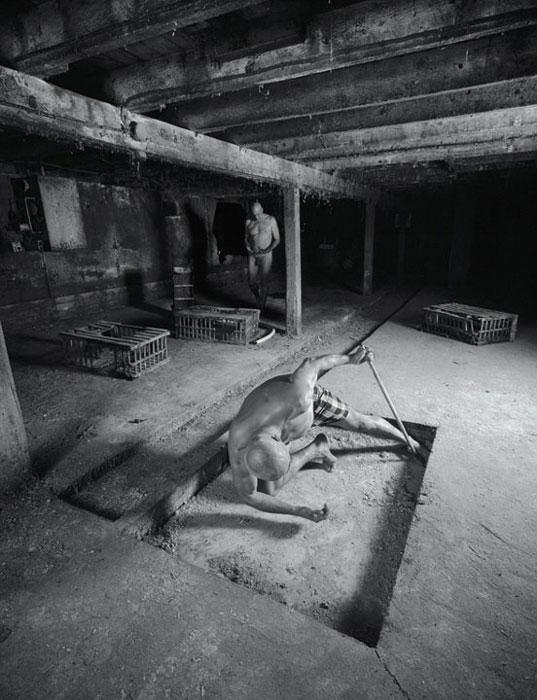 Matthieu Brouillard, Sans titre, 2008-2009, de la série La Résurrection, impression jet d'encre, 168 x 129 cm. © Matthieu Brouillard