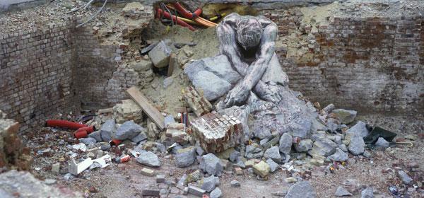 Isabelle Hayeur, Monument aux bâtisseurs de ville (Ou monument « X »), 2008, impression au jet d'encre sur polyester laminé, 76 x 163 cm. © Isabelle Hayeur