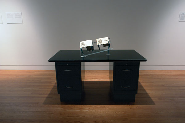 Tim Clark, Livres pour hommes, 1994, installation. © Tim Clark