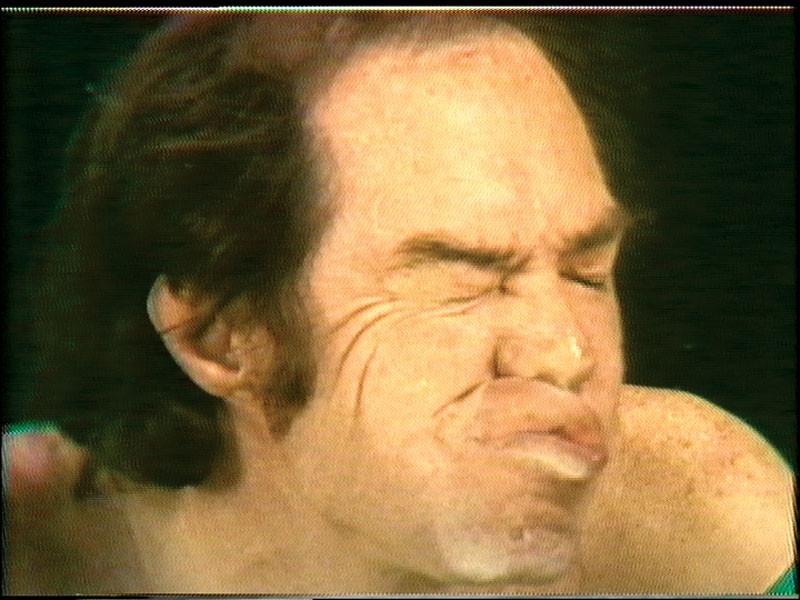 Paul McCarthy, Glass, 1974, performance & video/vidéo, permission de/courtesy of Hauser & Wirth. © Tous droits réservés