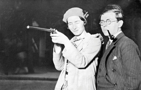 Simone de Beauvoir, Jean-Paul Sartre, Paris, Porte d'Orléans, juin 1929, ©Jazz Editions / Gamma / Eyedea
