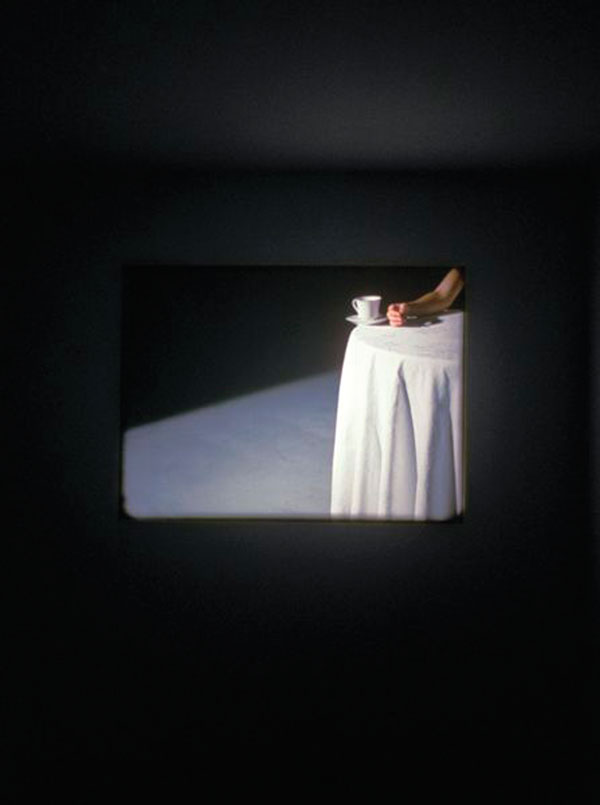 Runa Islam, Be The First To See What You See As You See It, 2004, film 16 mm avec son, 7 min 30 s, permission de Jay Jopling / White Cube (Londres), photo Gerry Johansson. © Runa Islam
