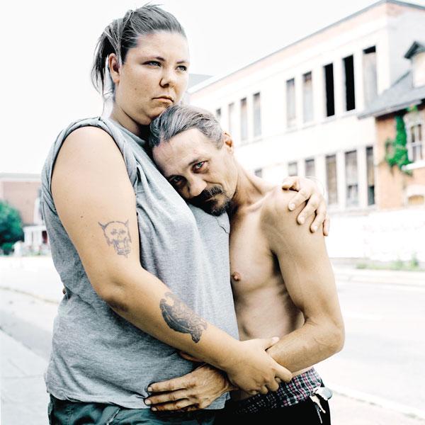 Tony Fouhse, Dierdie and Richard, 2010, de la série / from the series user Portraits of Crack Addicts, 2007-2010, impression numérique / digital prints, 56 x 70 cm ou 56 x 56 cm. © Tony Fouhse