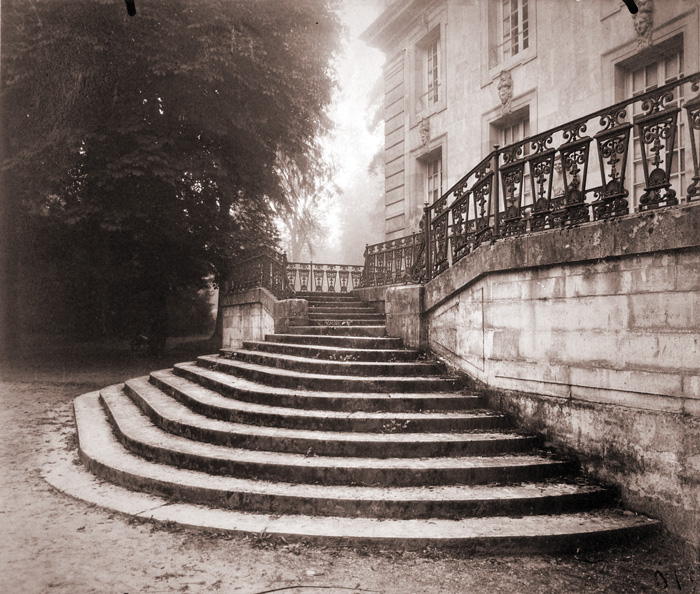 Eugène Atget, Grand Trianon, Versailles, 1923-24, impression à l'albumine / albumen print, 17,5 x 20,7 cm, coll. Ryerson Gallery and Research Centre