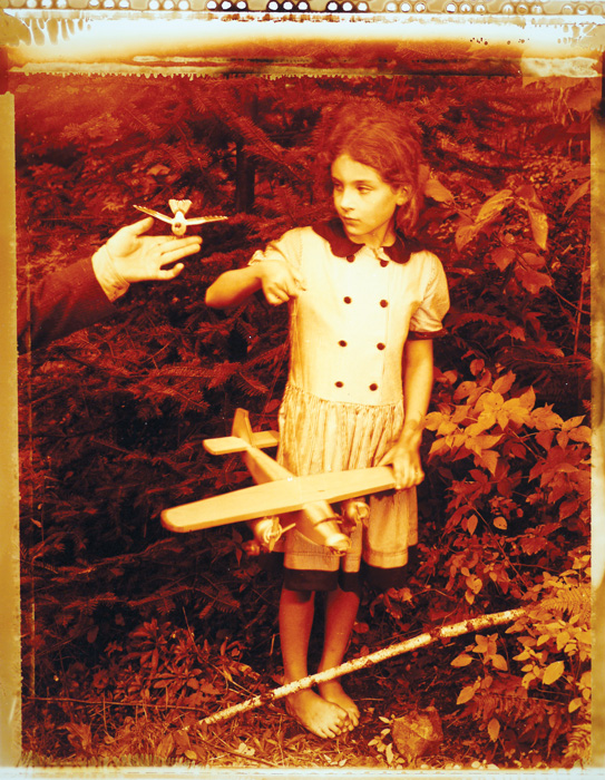 David Hlynsky, Temptation to Fly, 1993, de la série / from the series, Naturae Humanae / Wilderness Camp, épreuve chromogénique / c-print, 29,7 x 23,6 cm, coll. Ryerson Gallery and Research Centre