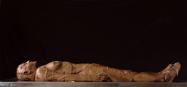 Jack Burman, Untitled #13, 1999, de la série / from the series The Dead, épreuve chromogénique / c-print, 95 cm x 168 cm, permission de / courtesy of Clint Roenisch Gallery, Toronto