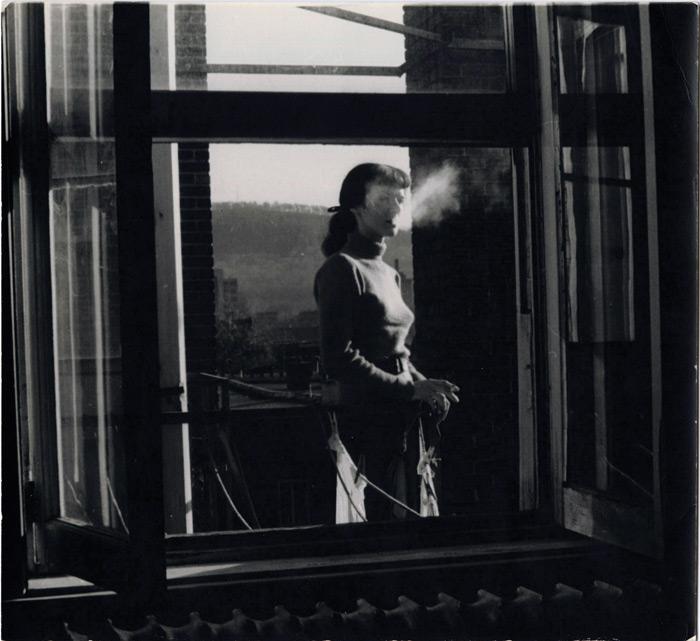 Jauran (Rodolphe de Repentigny), Sans titre ou Composition avec Françoise happée par la lumière, v.1955, épreuve argentique / gelatin silver print, 18,3 x 20,2 cm. © Jauran