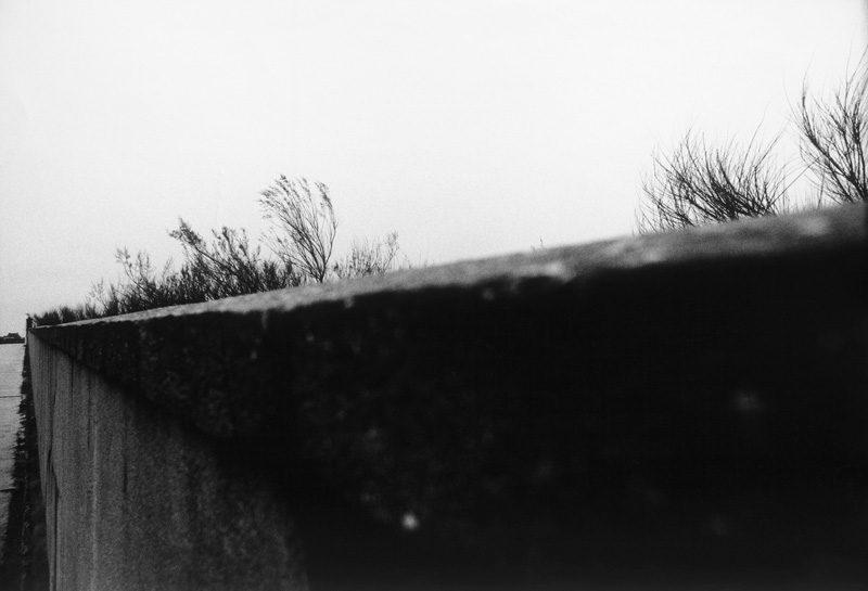 John Max, de la série / from the series Open Passport, 1960-1972, épreuves argentiques / gelatin silver prints, 40,5 x 50,8 cm & 50,8 x 40,5 cm. © John Max